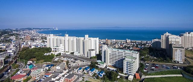 三浦海岸とホテル外観